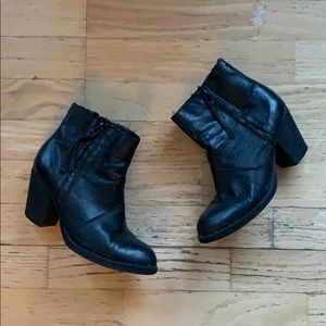 Steve Madden / Leather Heeled Booties